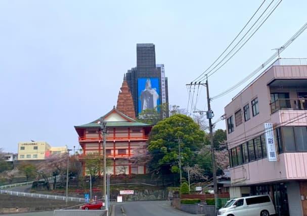 成田山の大観音像がロボットみたいに見える件【久留米市】
