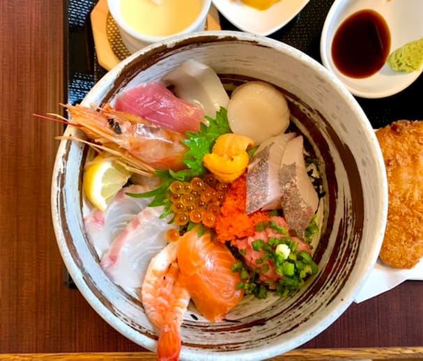 さしみんば 活〆の魚介を使った海鮮丼がウマい(うきは市)