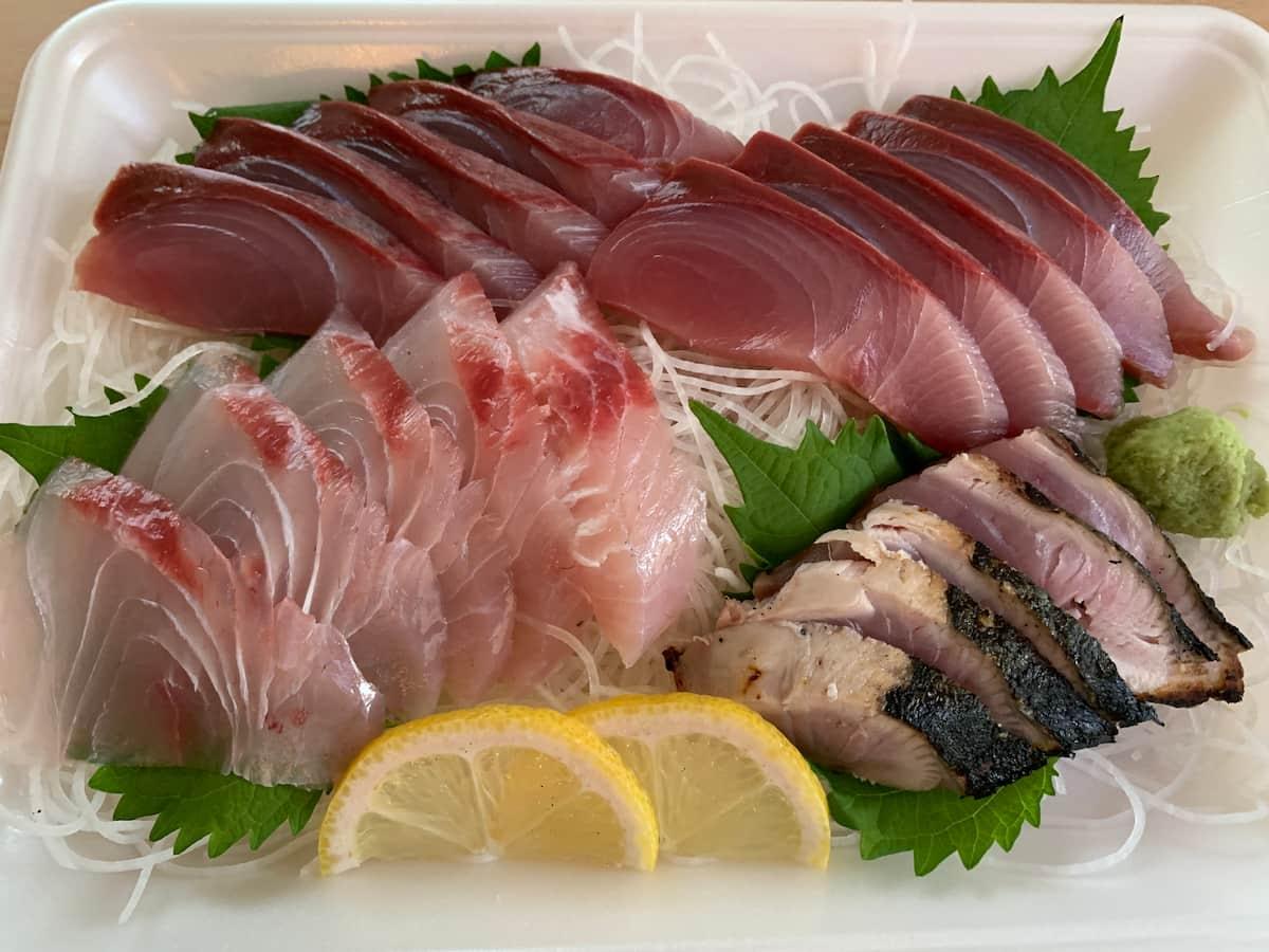ひよこ食堂のとってもお得な刺身とおかず3点のテイクアウトセット(大牟田市)