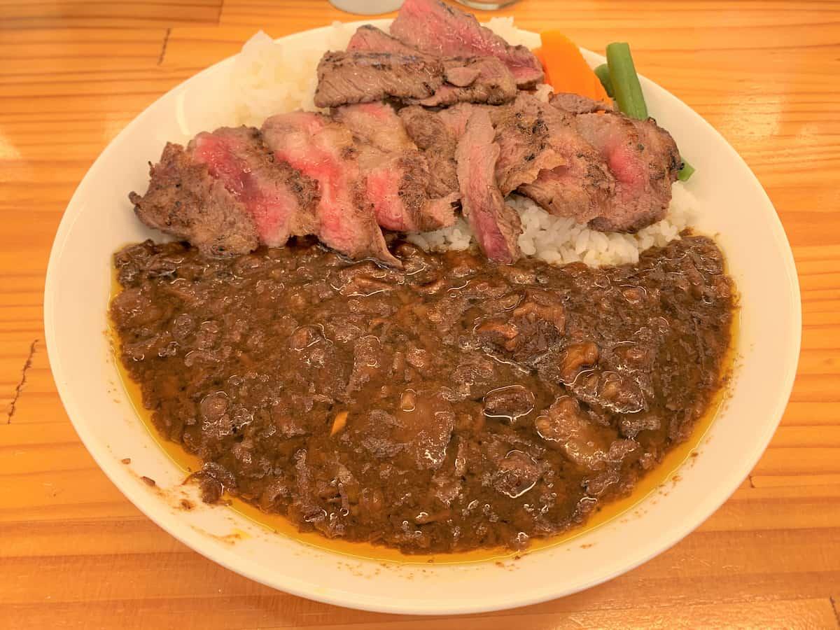 柳川黄金博多和牛カレー ステーキのせ